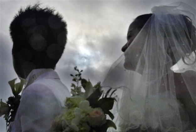 A wedding takes place during the eclipse in Japan.