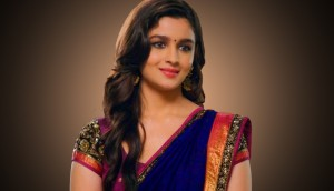 Alia-Bhatt-In-Beautiful-Saree
