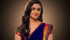 Alia-Bhatt-In-Beautiful-Saree