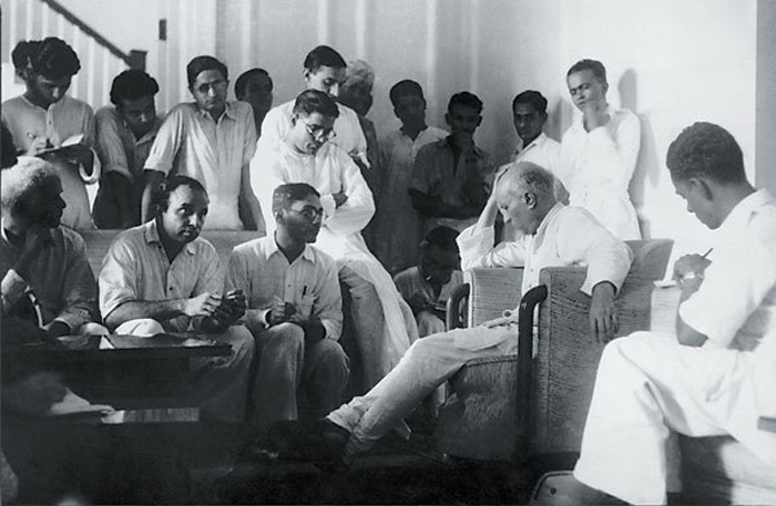 Jawaharlal Nehru addressing the press in Delhi in 1947, shortly before Independence