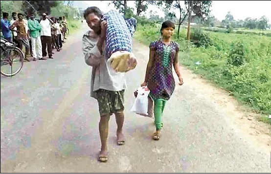 dana-majhi-carrying-dead-body-of-his-wife-2016-09-19