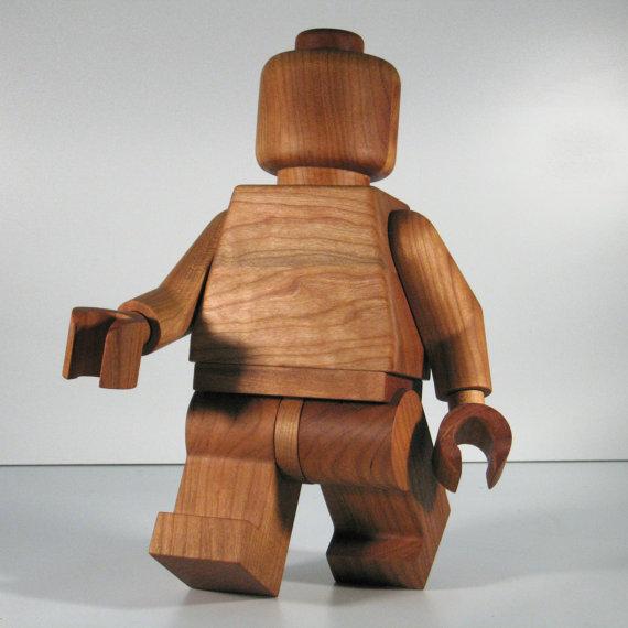 giant-wooden-lego-man-sculpture_sculpture