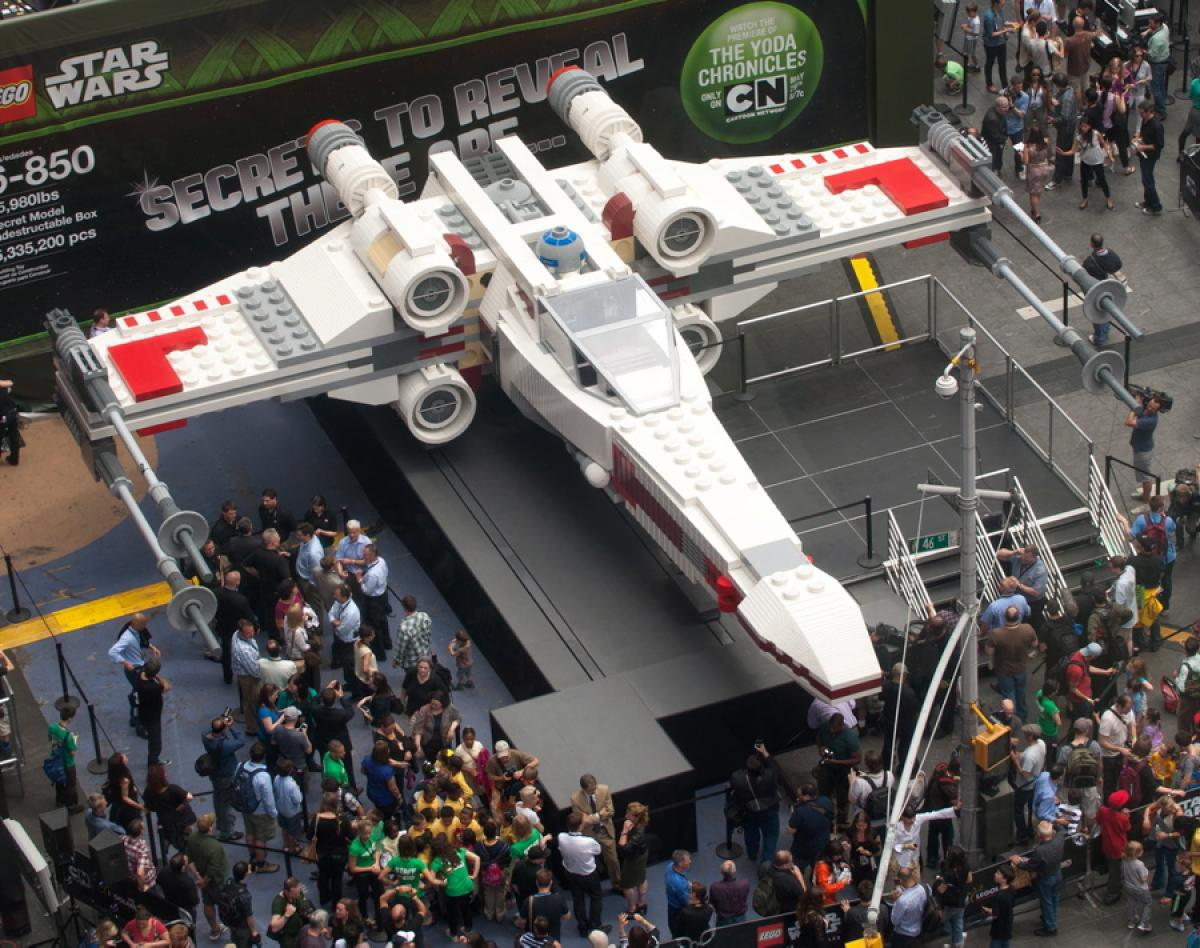 life-size-lego-star-wars-x-wing_geek-gadgets