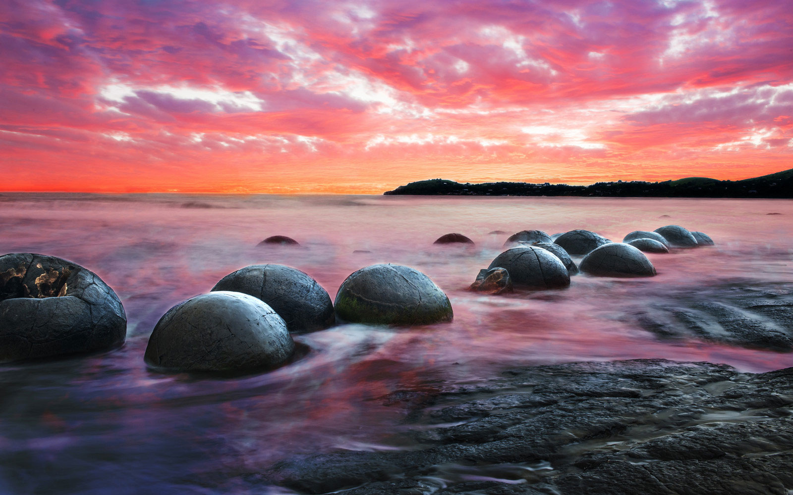spherical-boulders-in-new-zealand_natural-phenomena