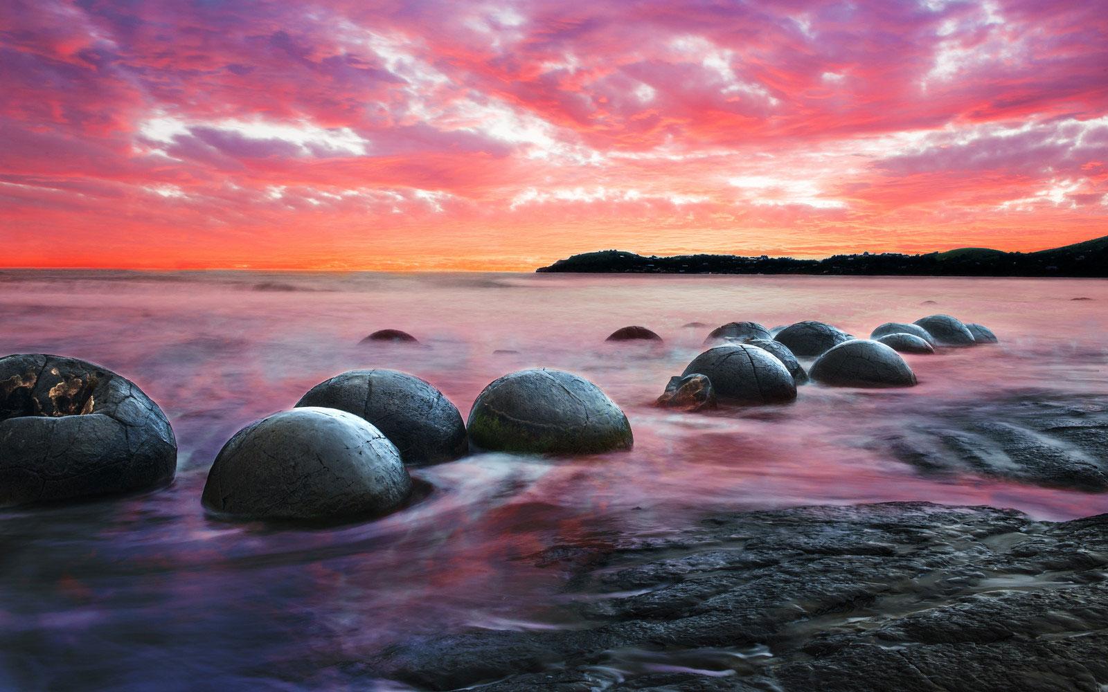 spherical-boulders-in-new-zealand_natural-phenomena