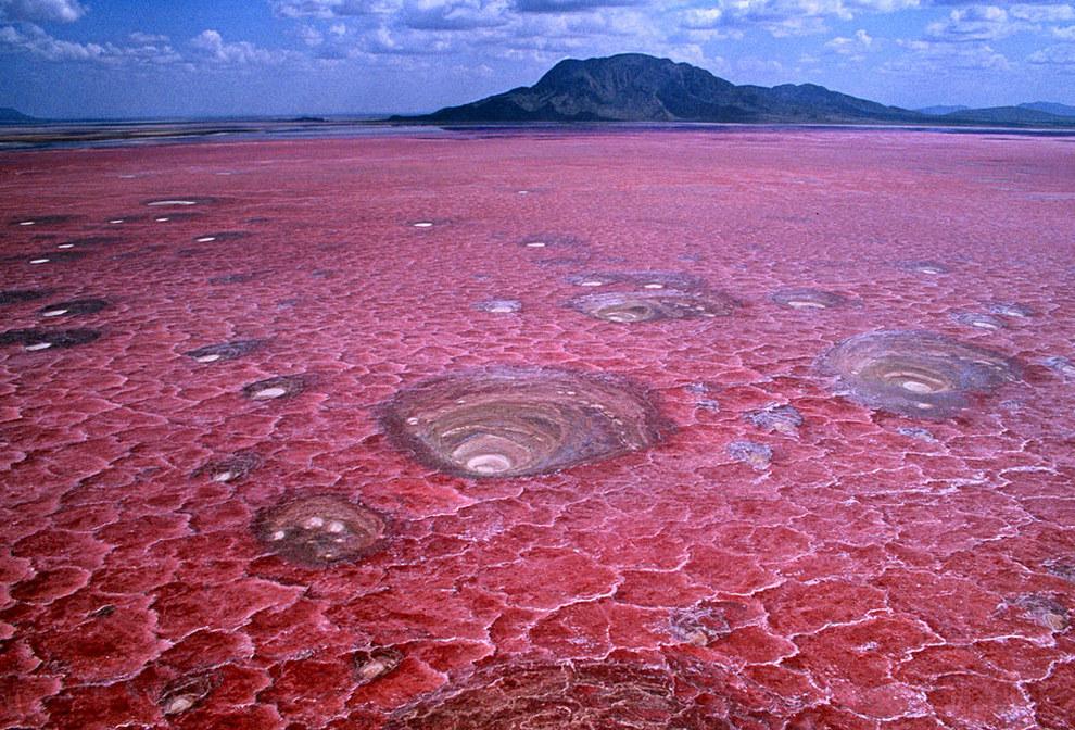 tanzanias-lake-natron_natural-phenomena