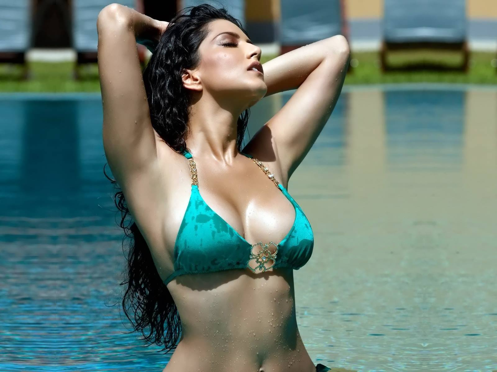 bollywood-celebrity-sunny-leone-v2