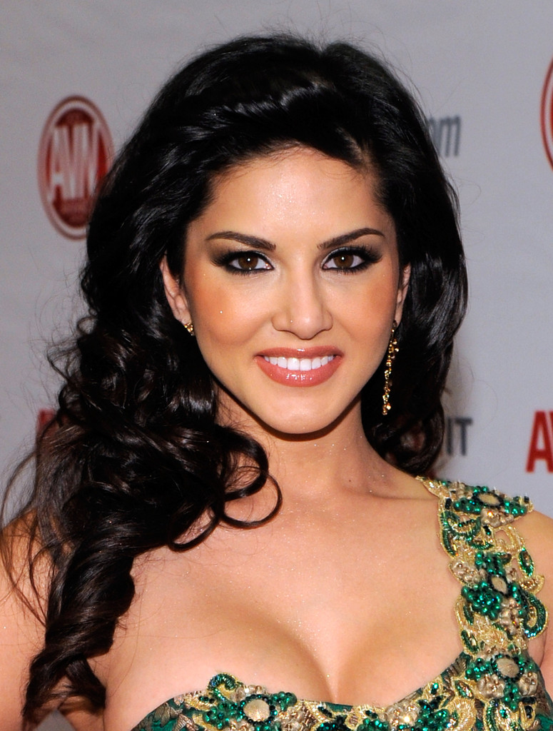 bollywood-celebrity-sunny-leone-v3