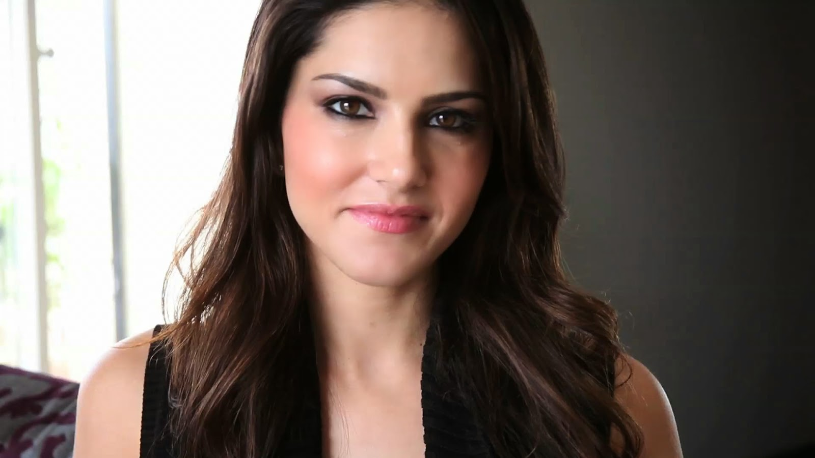 bollywood-celebrity-sunny-leone-v4