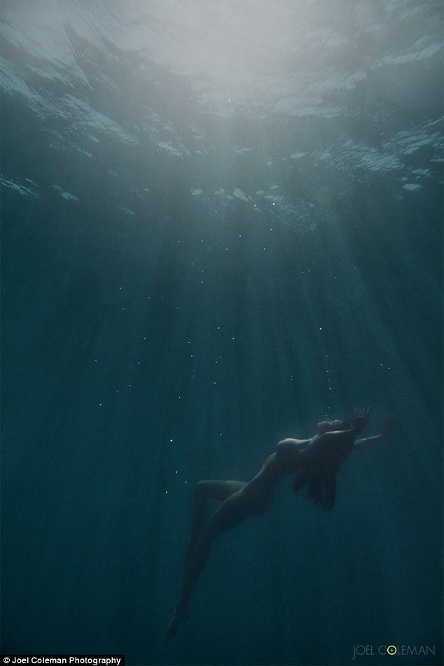 model Lauren on a swimwear shoot_underwater photography