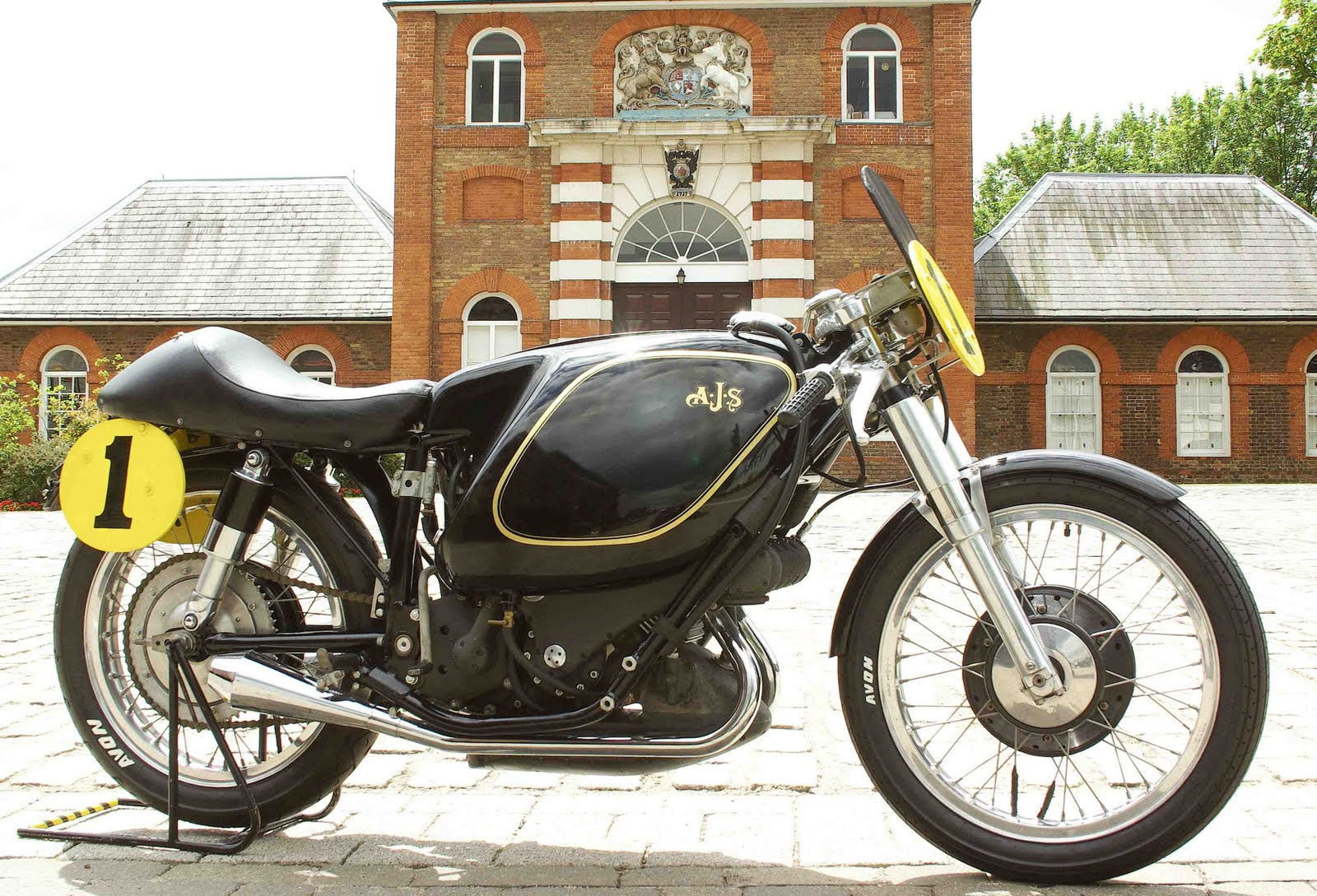 1949-e90-ajs-porcupine-7000000_expensive-motorcycles