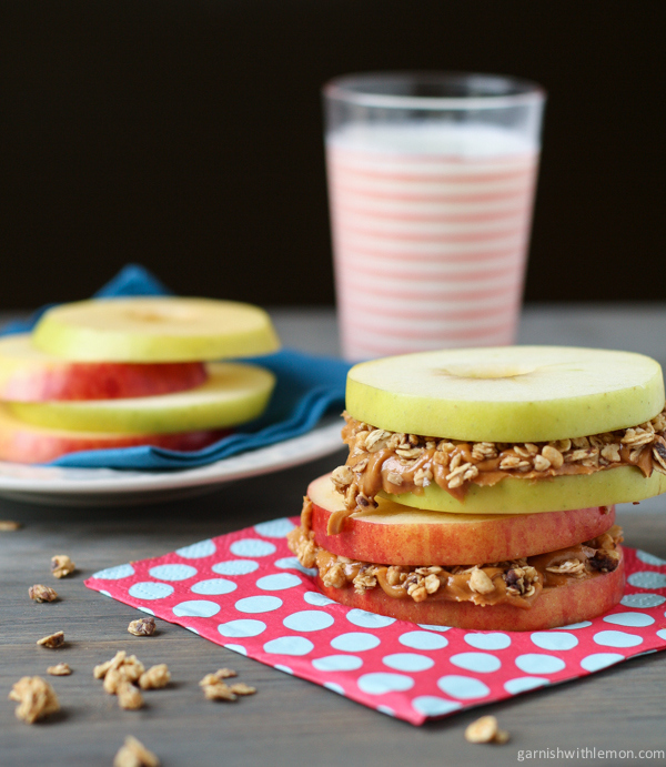 breakfast- recipe-apple-sandwiches-with-almond-butter-and-granola