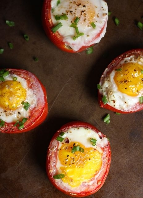 breakfast- recipe-baked-tomato-and-egg-cups