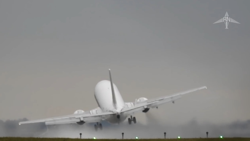 Strong Crosswinds Force Plane To Abort Landing
