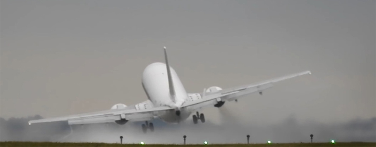How Did The Pilot Of Airbus Save All On-board When Getting Caught In Fierce Crosswinds? Nerve-racking Abort Landing Moment !