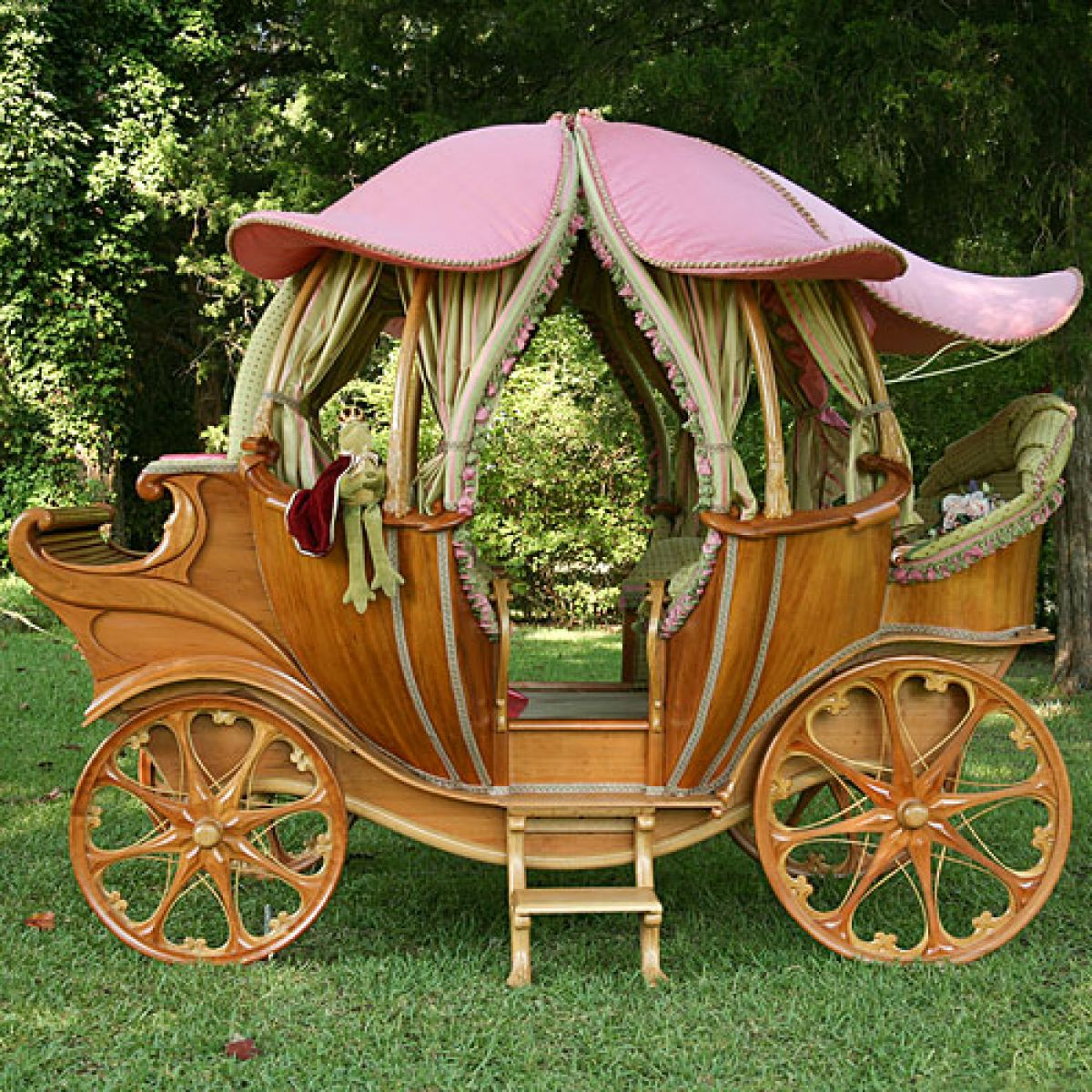 fairy-tale-coach-bed_gifts-for-kids