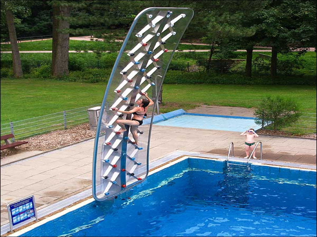 poolside-rock-climbing-wall_gifts-for-kids