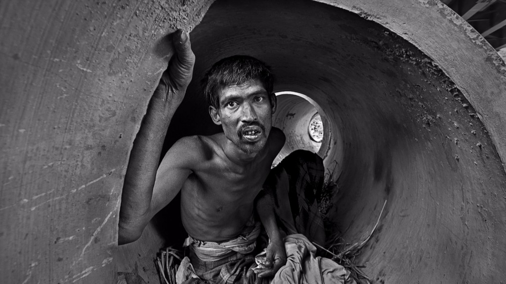 Striking Images That Capture Hardships Of Life On The Streets Around The World