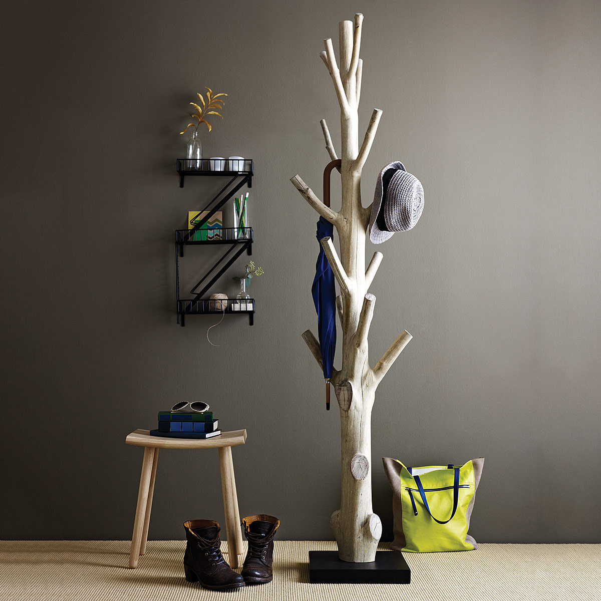 tree-trunk-coat-rack_home-decor-gifts