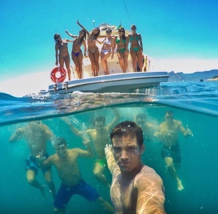 vacation-selfies_v2