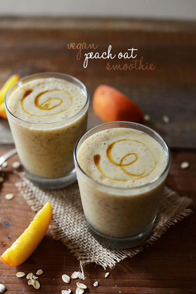breakfast- recipe -vegan-peach-oat-and-chia-seed-smoothie
