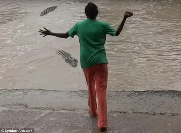 woman-scare-crocodile-v2