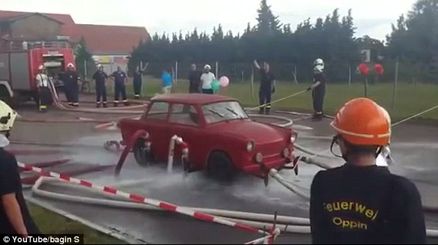 firefighters-lift-a-classic-trabant-v2