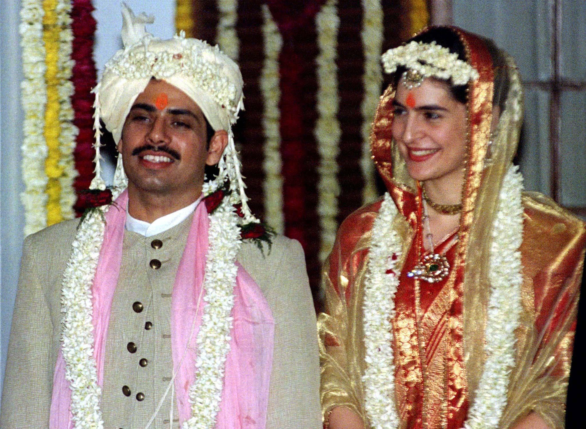 Priyanka Gandhi (R), daughter of former Indian prime minister Rajiv Gandhi, with her husband Robert