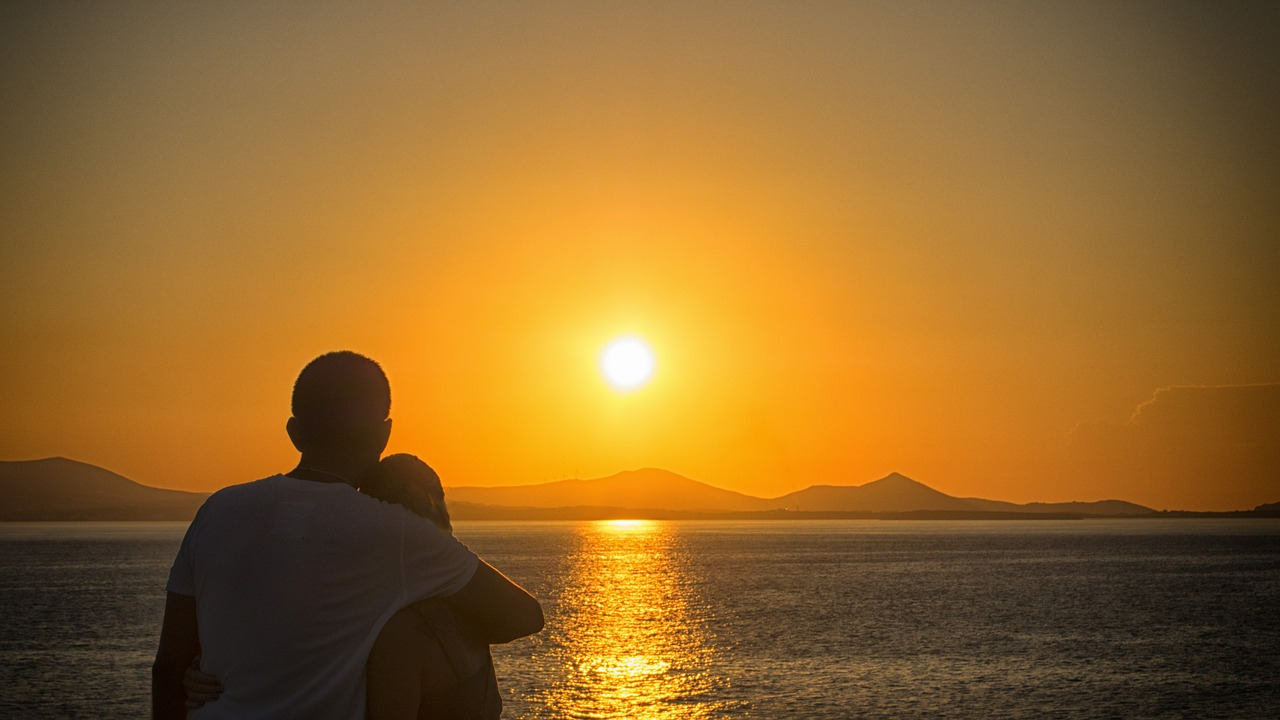 sunrise watching couple