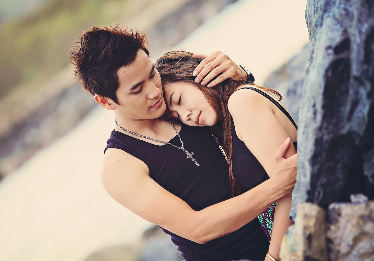 Hug to Make Relationship Halthier