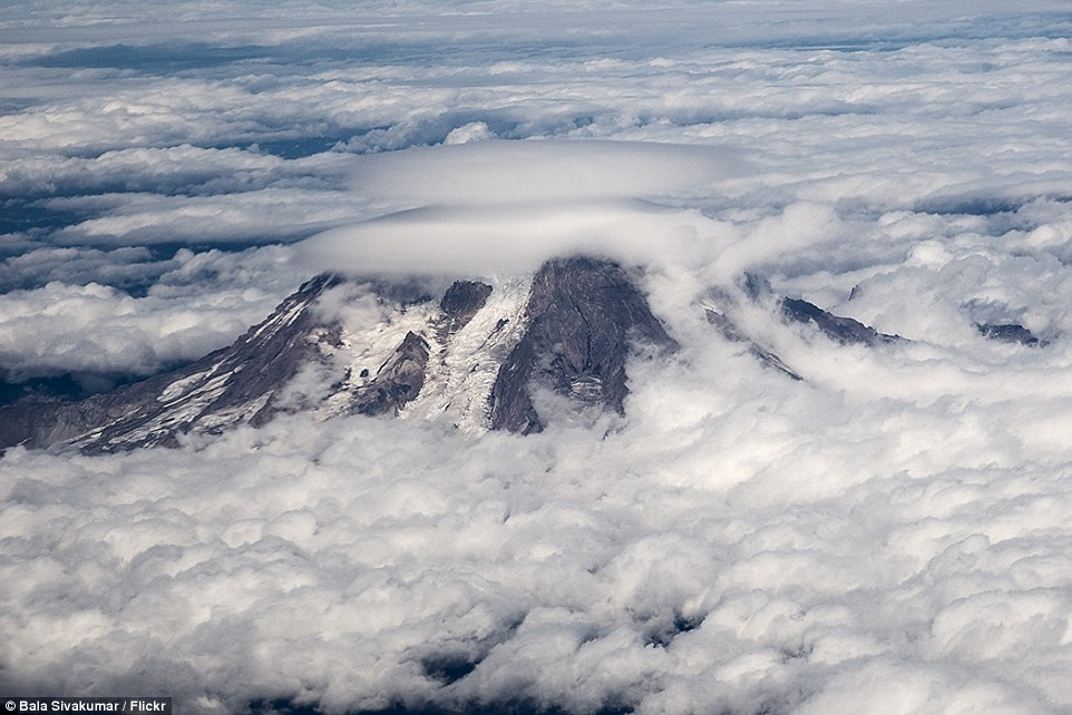 Mount Rainier,Ufo-Shaped Clouds