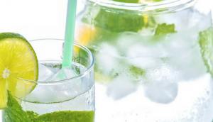 nine reasons you should drink lemon water every morning