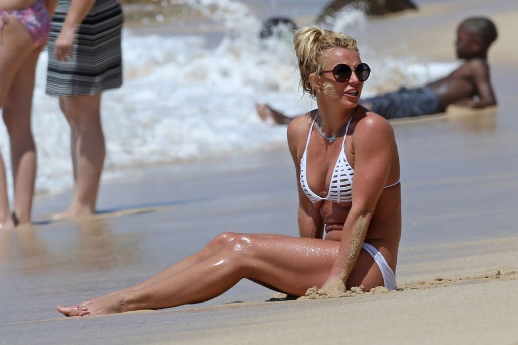 30 Photos Of Britney Spears That Shows Off Her Killer Figure In A Skimpy White Bikini