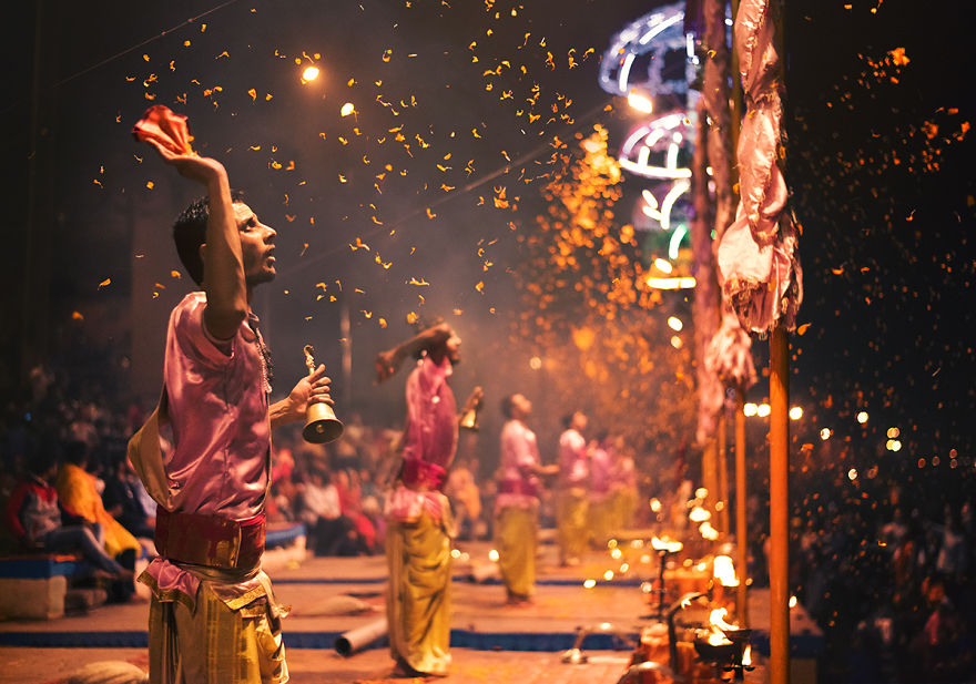 Incredible Images Show Life Of Varanasi
