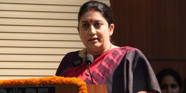 A Man Stunned Smriti Irani By His Sheer Audacious Act At The Celebration of 3-Years Of The Modi Government In Gujarat