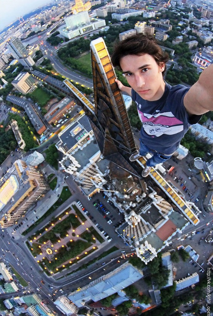 25 Stunning Photo Of Crazy People Toying With Death