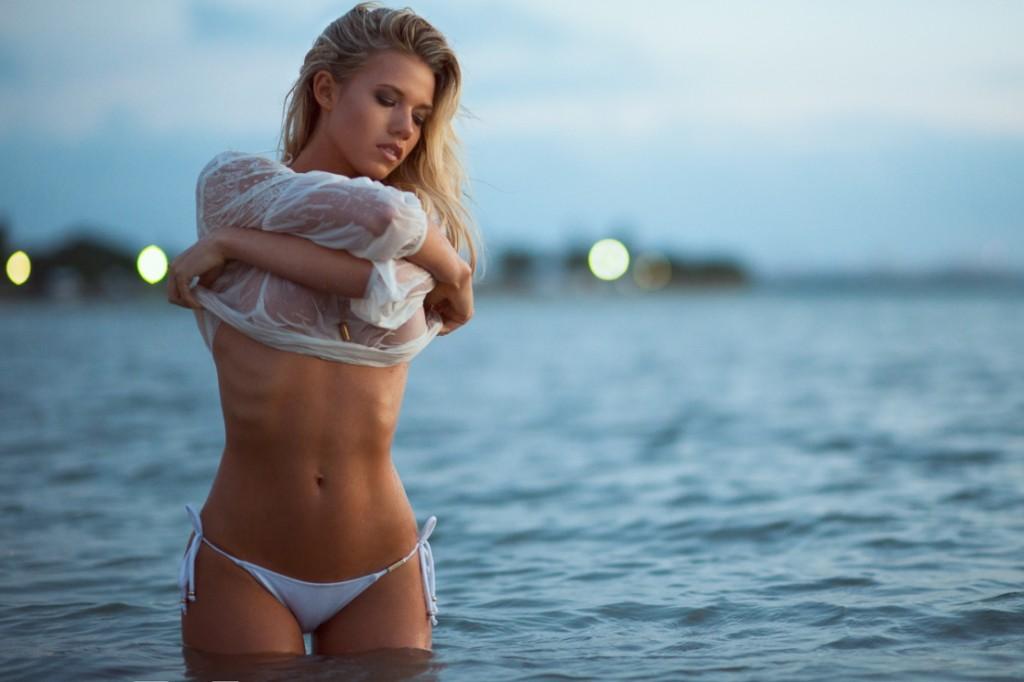 Charlotte Mckinney Shows Off Enviable Figure In Teeny Bikini While Enjoying Beach
