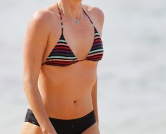 A bikini clad Charlize Theron turns up the heat while on the beach in Hawaii. Charlize Theron and Sean Penn traveled to Hawaii together and are rumored to be staying together at Sean Penn's beach front property.  Pictured: Charlize Theron  Ref: SPL674057  301213   Picture by: Splash News  Splash News and Pictures Los Angeles:310-821-2666 New York:212-619-2666 London:870-934-2666 photodesk@splashnews.com