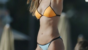 eiza-gonzalez-in-bikini