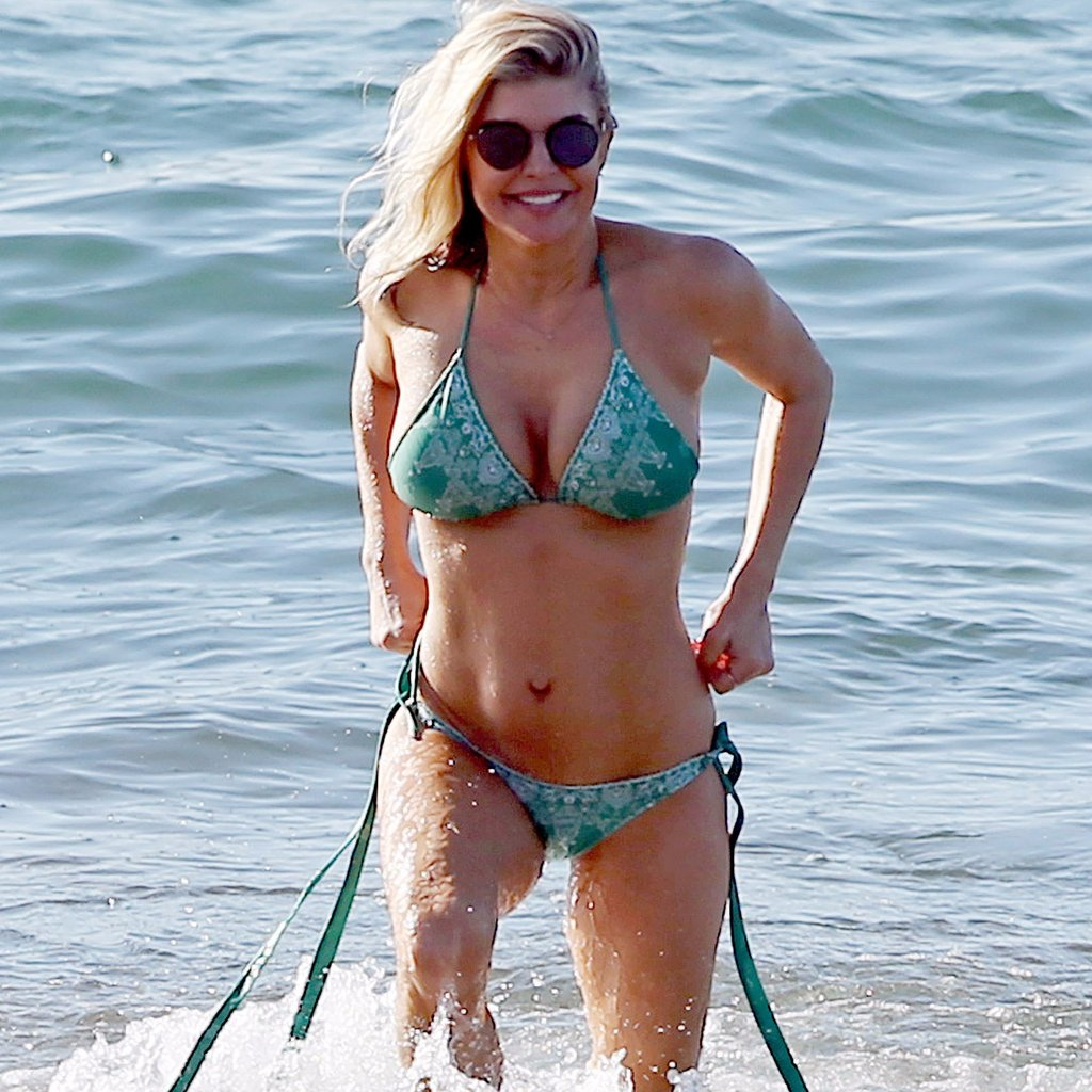 Fergie Shows Off Her Toned Tummy In Skimpy String Bikini On The Beach