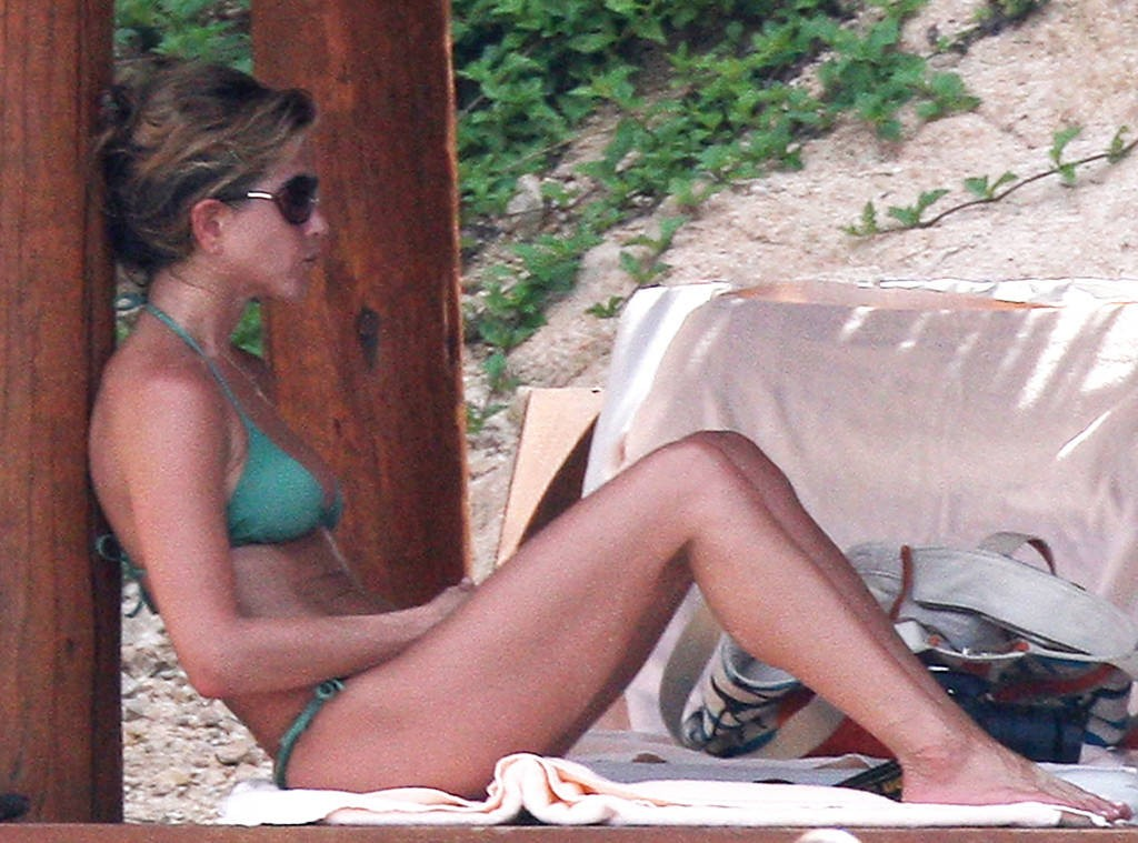 Jennifer Aniston Enjoyed With Justin Theroux In Bikini On Beach