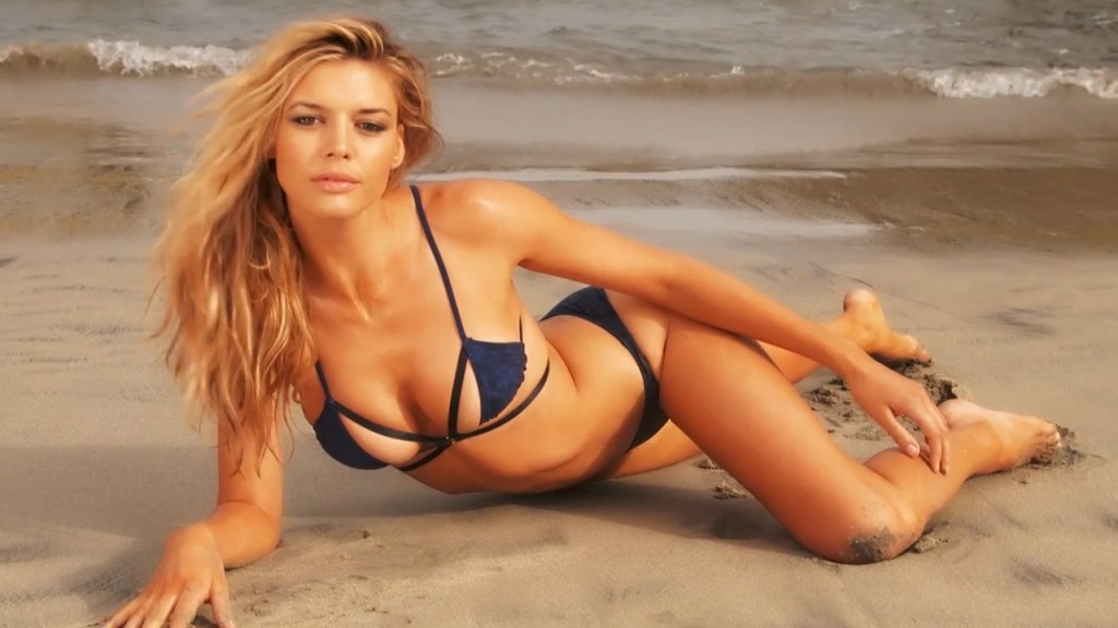 Baywatch Newcomer Kelly Rohrbach Shows Off Her Figure In Bikinis