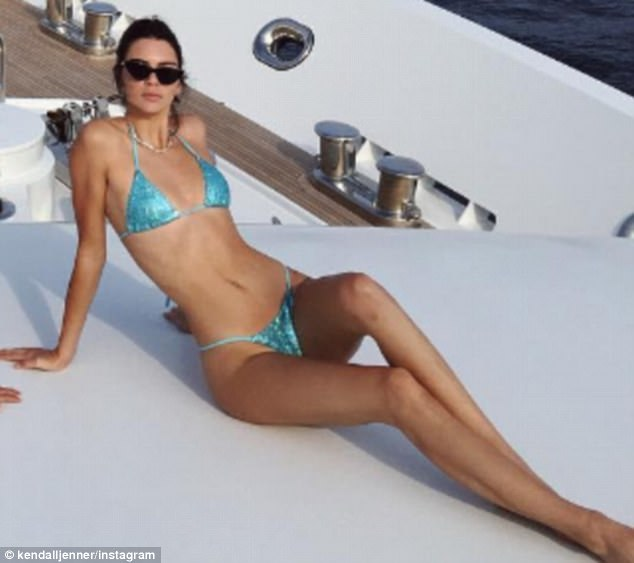 Kendall Jenner Flashes Her Perfectly Toned Abs In Skimpy Hot Bikini