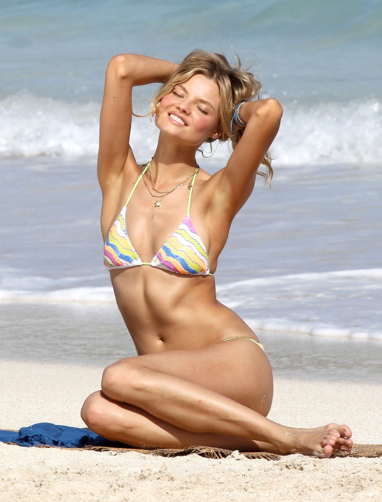 Victoria's Secret Beauty Magdalena Frackowiak Struggles To Stop Texting As She Poses For A Sexy Hot Bikini Shoot