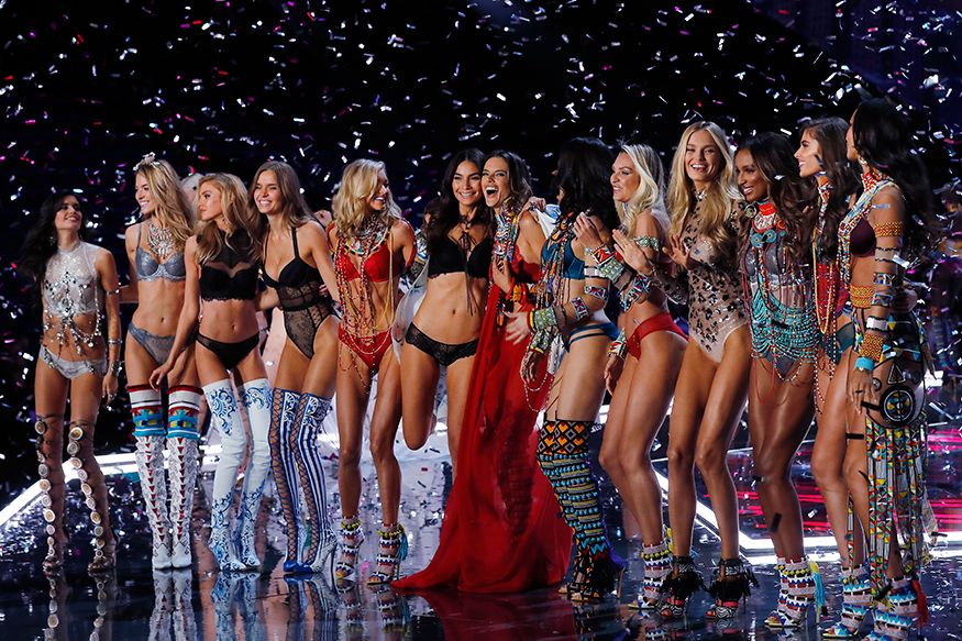 The Most Insanely Naked Dresses Of Victoria's Secret Models At The Fashion Show In Shanghai