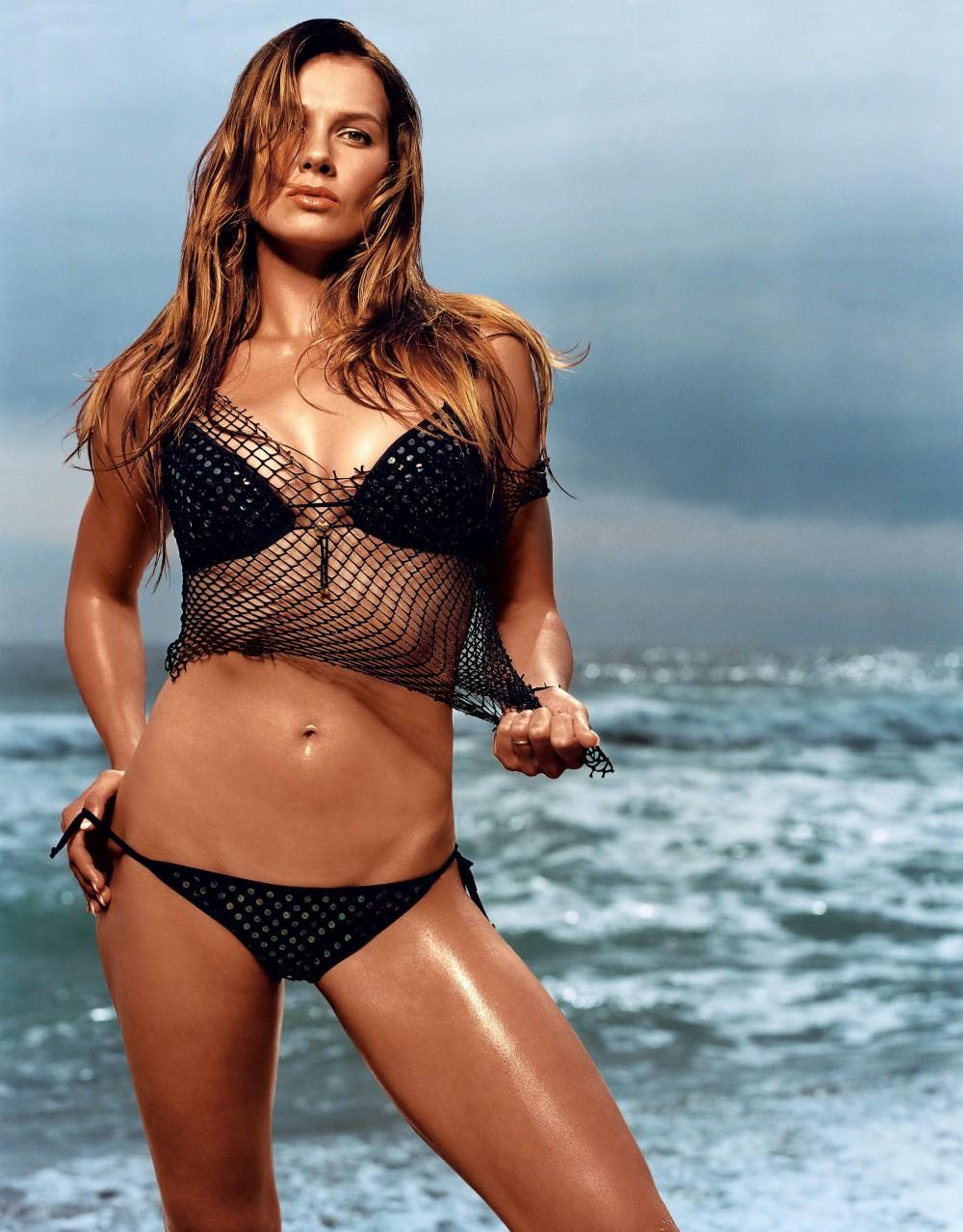 31 Hottest Female Athletes In Bikinis
