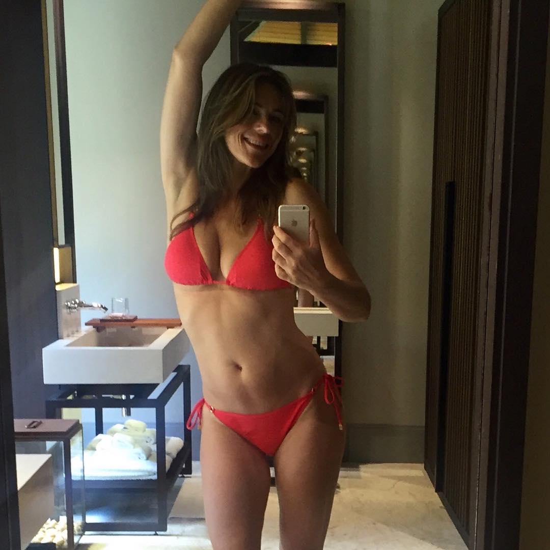 Elizabeth Hurley- selfie celebrity hot