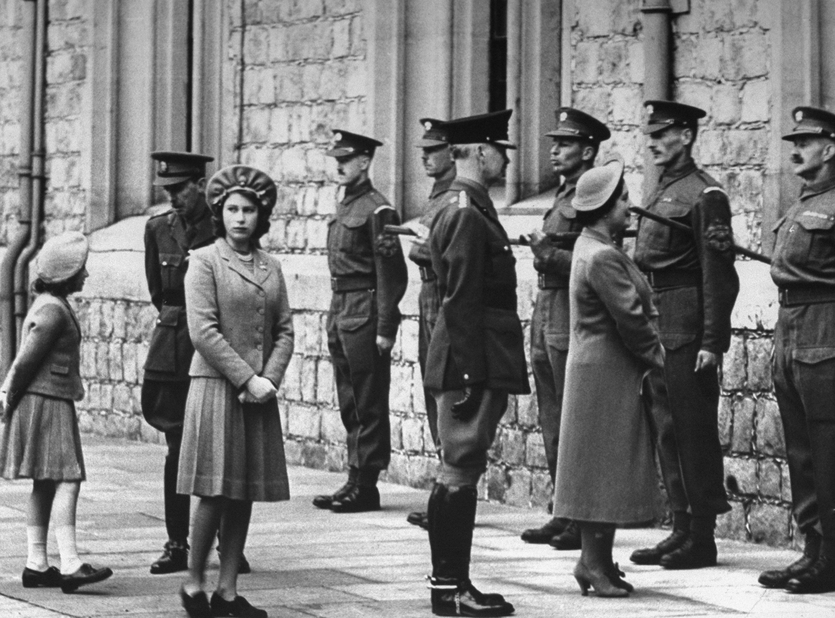 Elizabeth II-V28