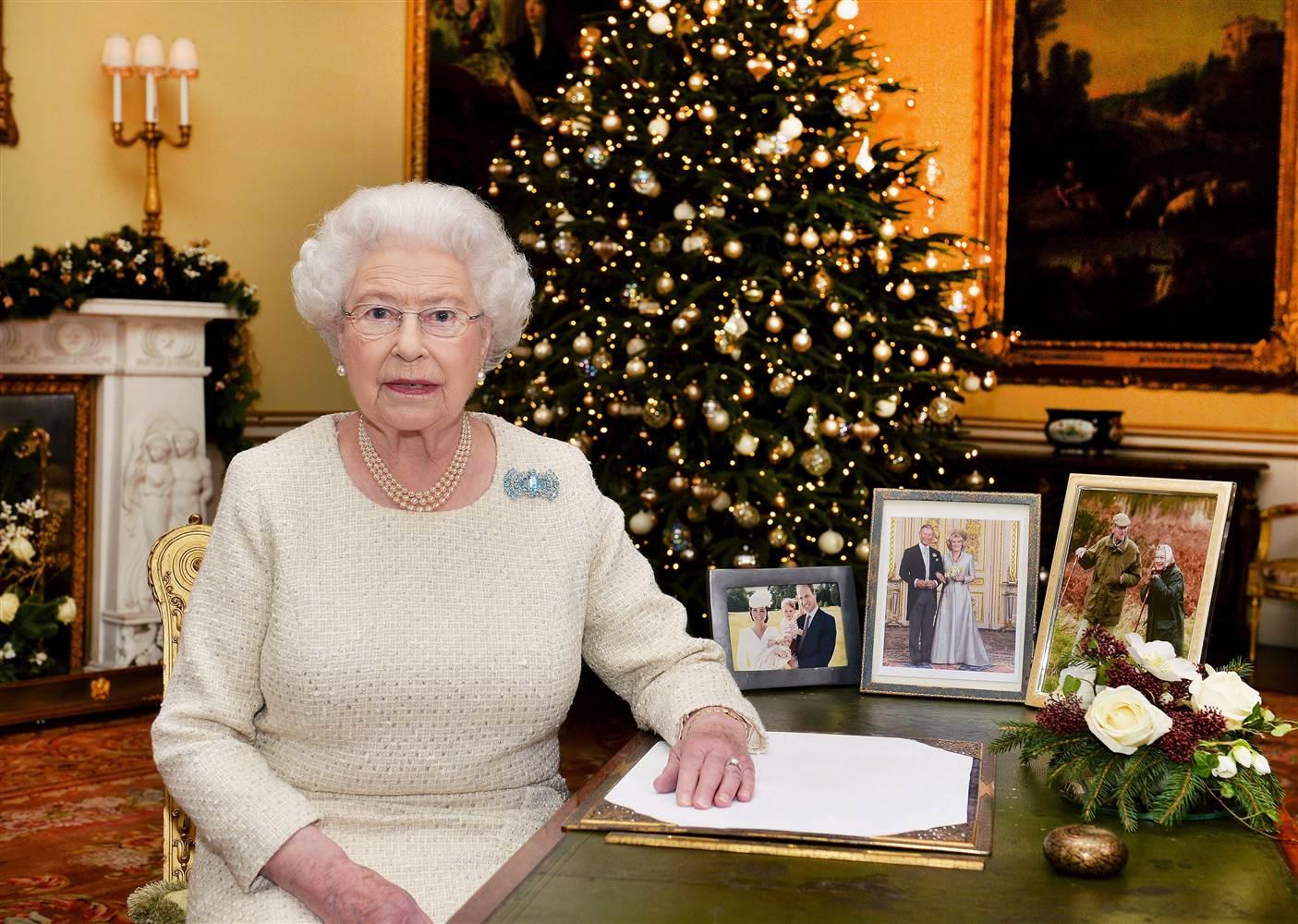 Queen Elizabeth II-V60