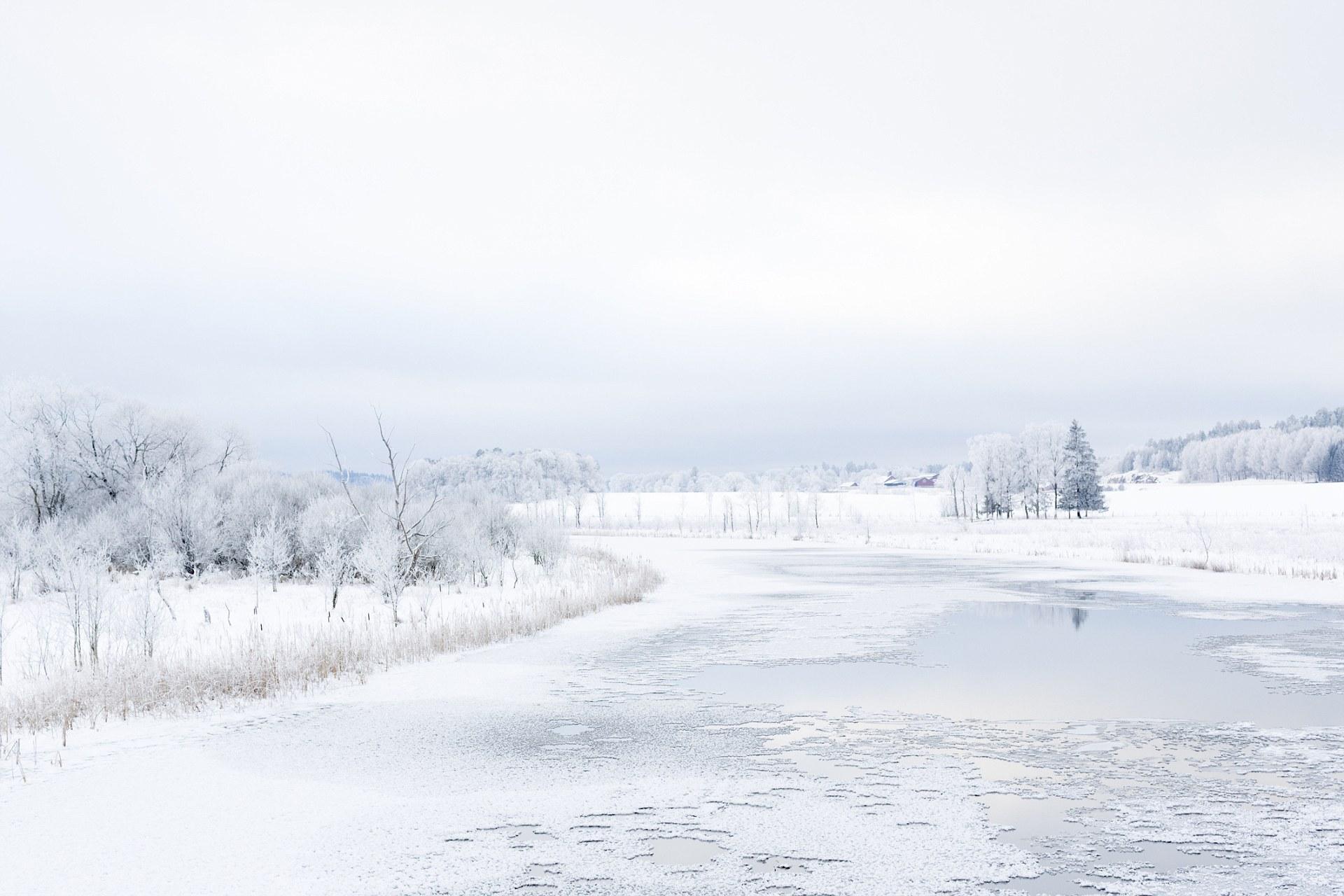 12 Most Beautiful Natural Ice Rinks Around The World
